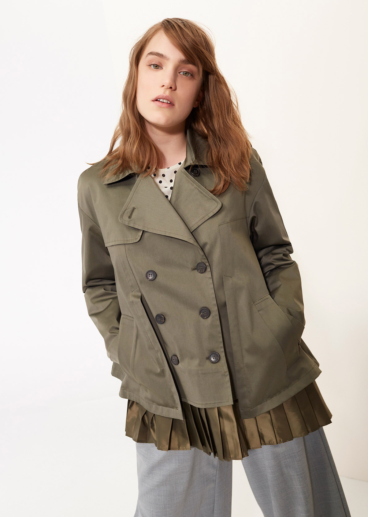 Short trench coat with pleat